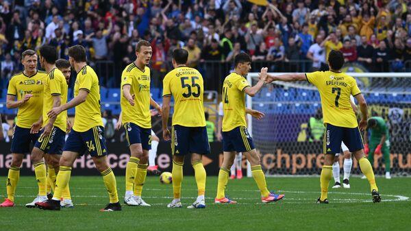 Футболисты Ростова радуются забитому мячу