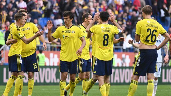 Футболисты Ростова радуются победе