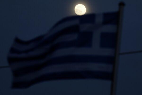 Полнолуние в небе над Грецией