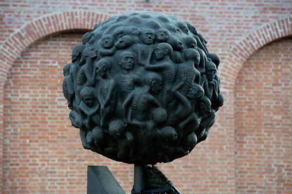 Памятник Обоженный цветок в Смоленске