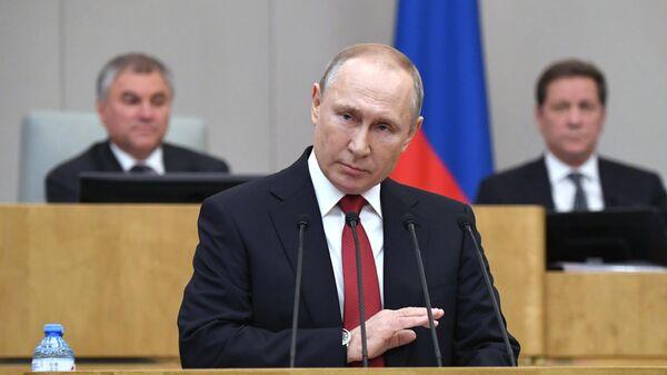 Президент России Владимир Путин выступает на пленарном заседании Государственной думы