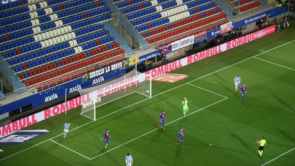 Игровой момент матча Реал Сосьедад - Эйбар