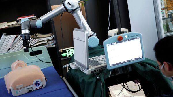 Робот, разработанный китайскими инженерами для диагностики и работы с зараженными коронавирусом пациентами