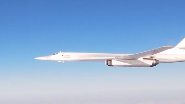 Опубликовано видео полета ракетоносцев Ту-160 над Атлантикой