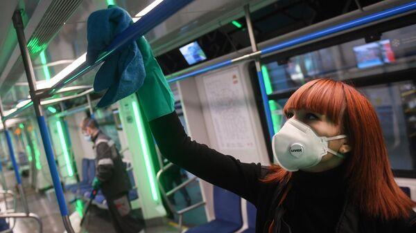 Санитарная обработка вагонов Московского метрополитена в депо Свиблово для предотвращения распространения коронавируса