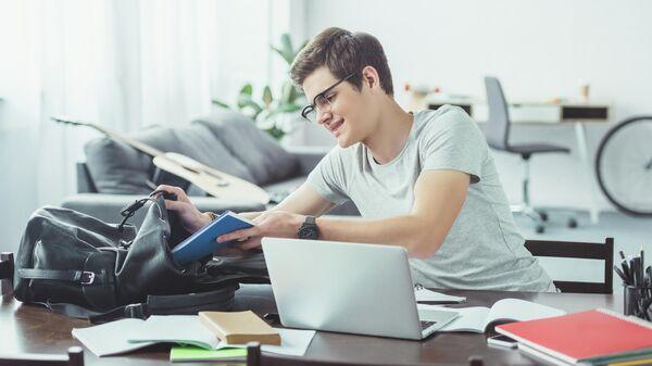 Студент на домашнем обучении