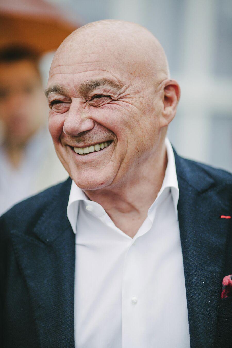Журналист, телеведущий Владимир Познер после церемонии открытия ХI Международного кинофестиваля имени А. Тарковского Зеркало в Плёсе