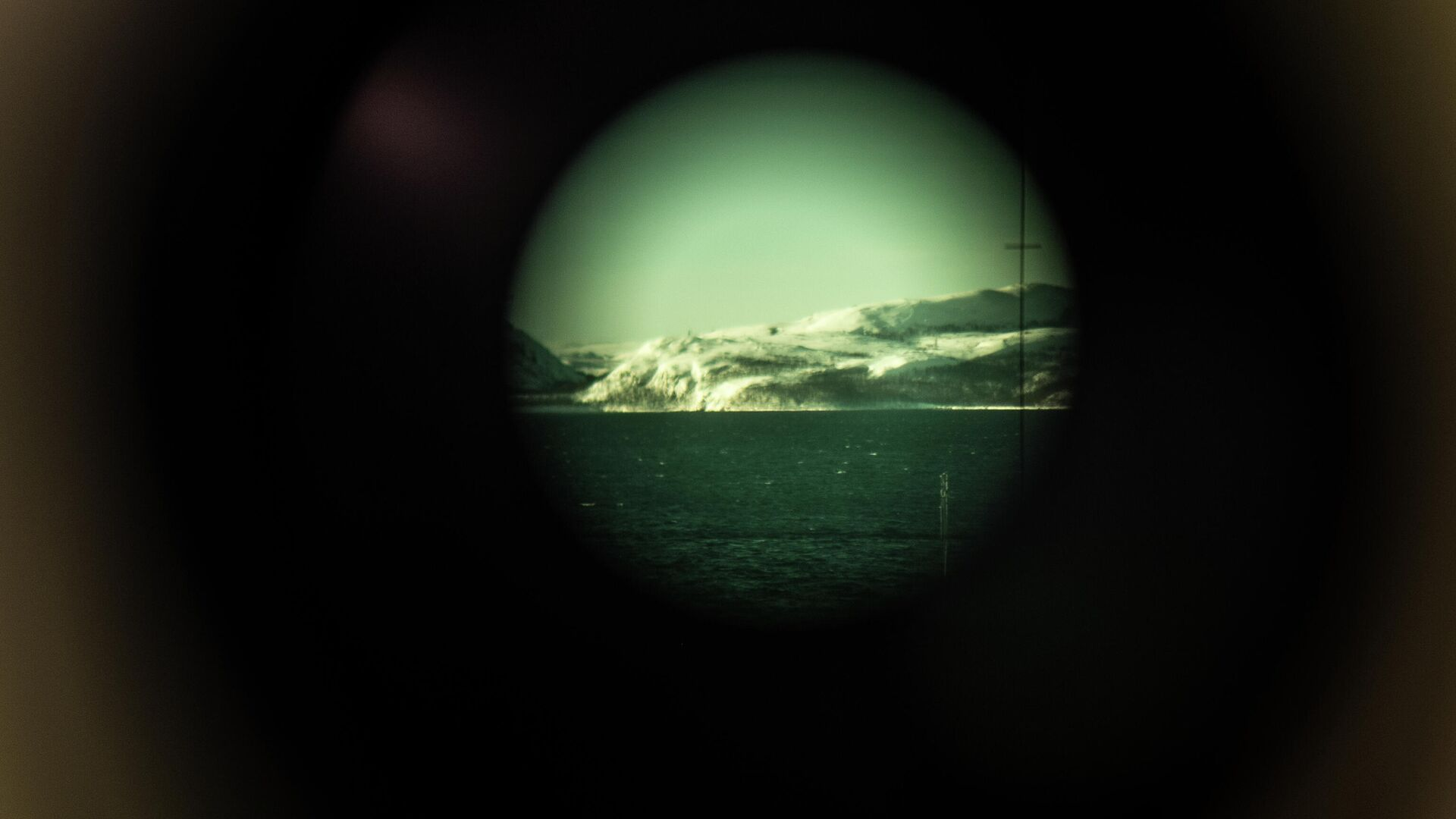 Вид через перископ атомной подводной лодки Северодвинск - РИА Новости, 1920, 22.03.2021