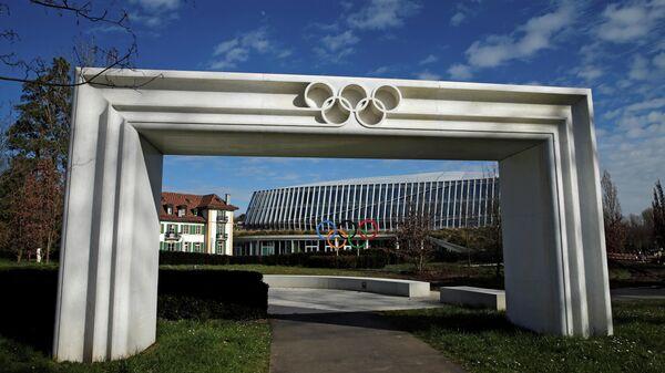 Олимпийские кольца перед зданием МОК в Лозанне
