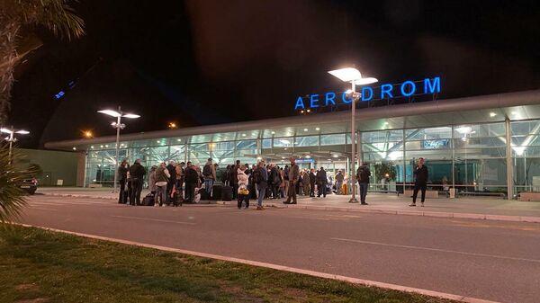 Черногория. Туристы в Аэропорту Подгорицы пытаются вылететь в Москву