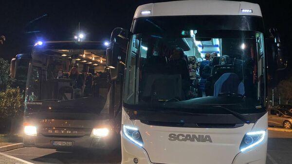 Черногория. Туристы, доставленные из Тивата для вылета в Москву, в аэропорту Подгорицы