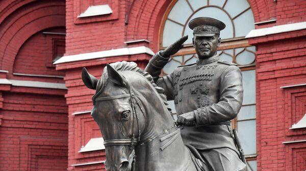 Новый памятник маршалу Жукову установлен на Манежной площади в Москве