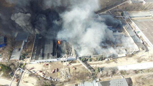 Пожар на складе на территории Дмитровского алюминиевого завода в Подмосковье