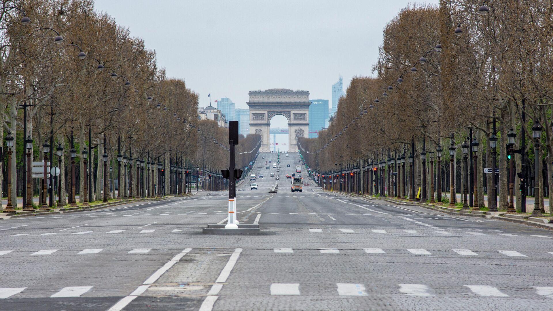 Вид на безлюдные Елисейские поля с площади Согласия в Париже - РИА Новости, 1920, 26.04.2021