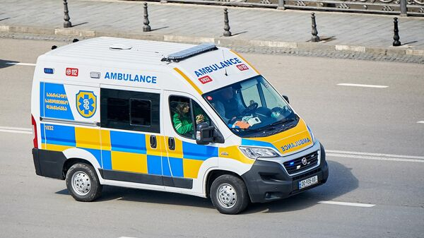 Машина скорой помощи на улице в Тбилиси