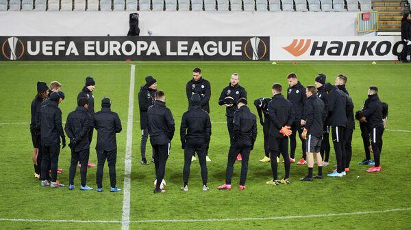 Игроки ФК Вольфсбург во время тренировки