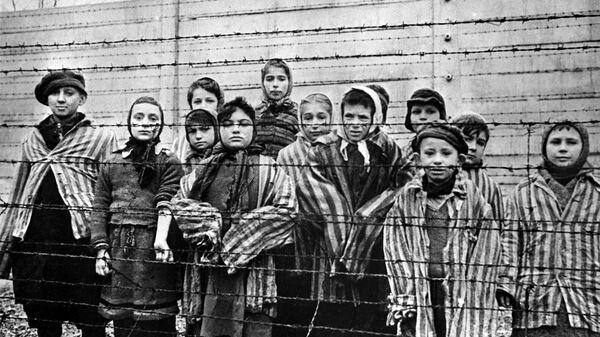 Дети в нацистском концлагере Освенцим