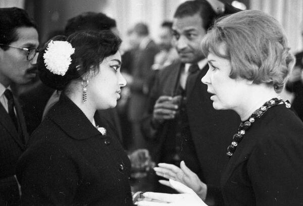 Советская киноактриса Инна Владимировна Макарова (1928 г. р.) и Гамина Джамуна на приеме делегации индийских кинематографистов в посольстве Республики Индии