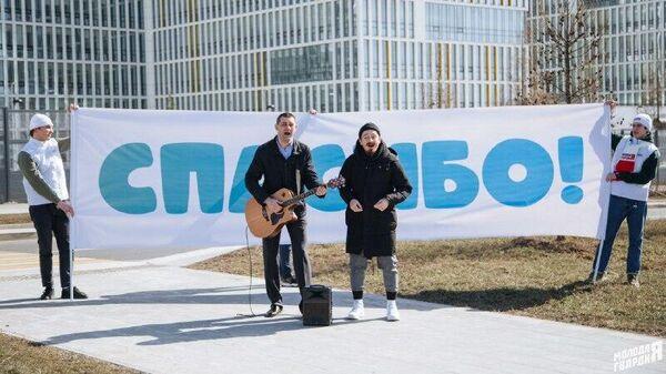 Активисты Молодой гвардии Единой России организовали концерт для пациентов и медперсонала больницы в Коммунарке