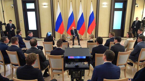 Путин поручил отсрочить выплату налогов для малого и среднего бизнеса