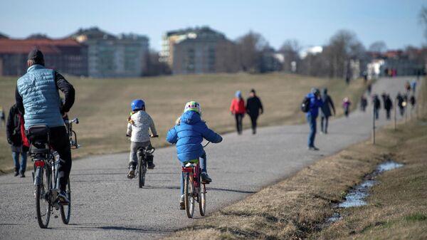Местные жители на прогулке в Стокгольме