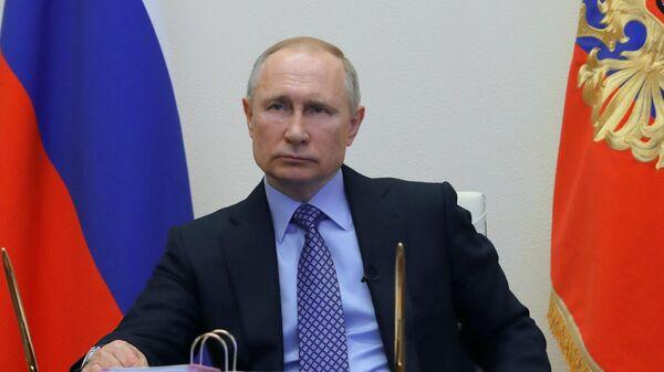 Президент РФ Владимир Путин во время обращения к гражданам РФ