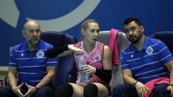 Анна Подкопаева (в центре)
