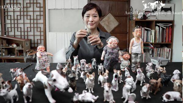 Южнокорейский иллюстратор и писатель Baek Heena