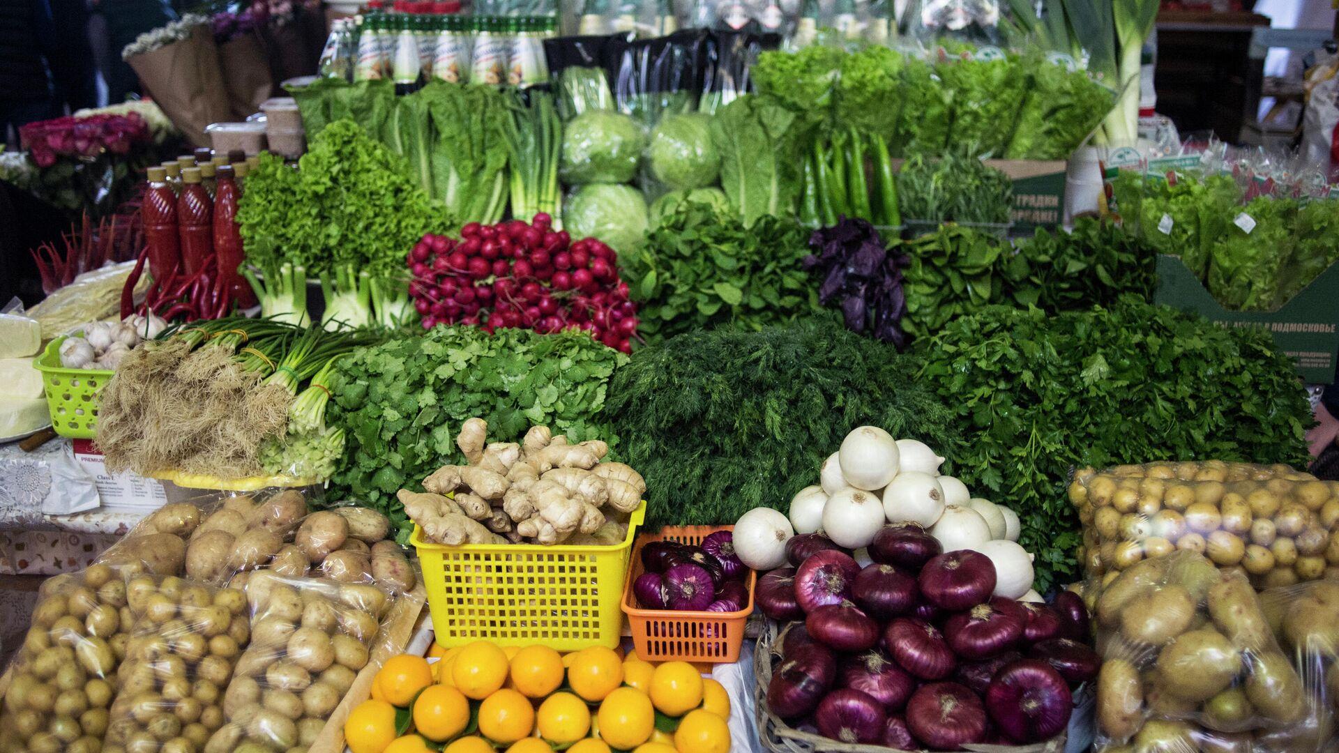 Прилавок с овощами на Даниловском рынке в Москве - РИА Новости, 1920, 07.10.2020