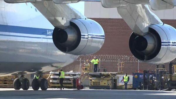 Видеокадры военного российского самолета в аэропорту им. Джона Кеннеди в Нью-Йорке