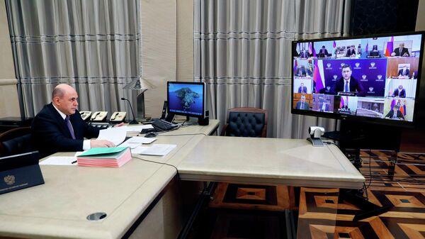 Премьер-министр Михаил Мишустин проводит заседание правительства России в режиме видеоконференции