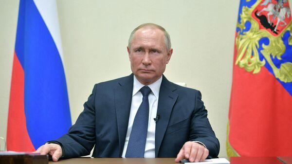 Президент России Владимир Путин во время обращения к гражданам из-за ситуации с угрозой распространения коронавирусной инфекции. 2 апреля 2020