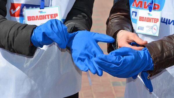 Волонтеры, оказывающие помощь лицам на самоизоляции из-за угрозы коронавируса в ЛНР