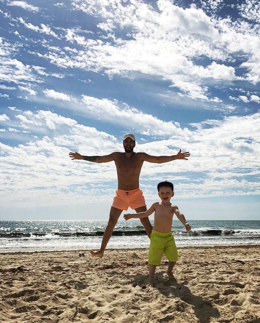 Денис Клявер с сыном в Турции