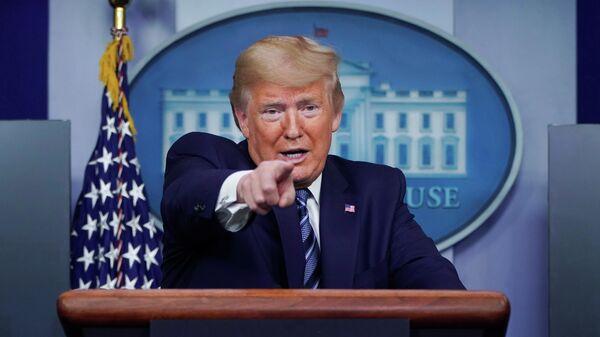 Президент США Дональд Трамп во время брифинга в Белом доме