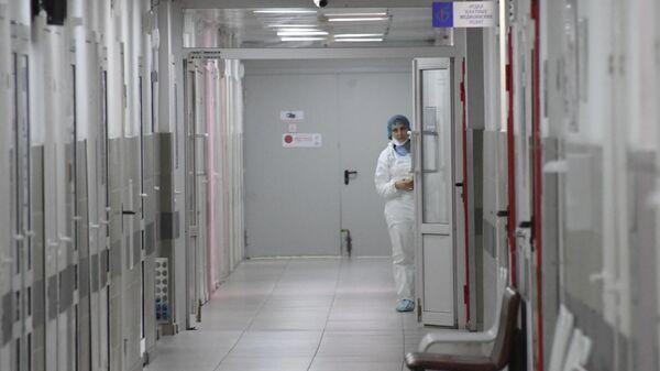 Медицинский работник в больнице № 15 им. Филатова