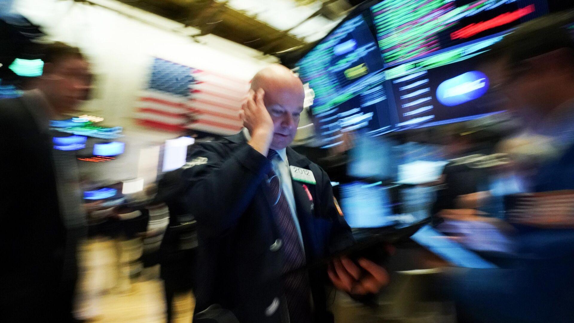 Трейдеры в момент закрытия торгов на Нью-Йоркской фондовой бирже - РИА Новости, 1920, 07.02.2021