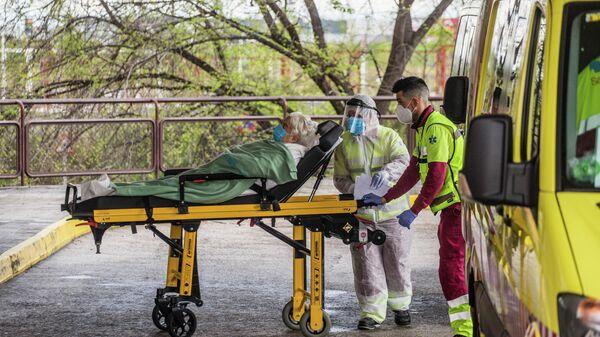 Медицинские работники в больнице в Мадриде