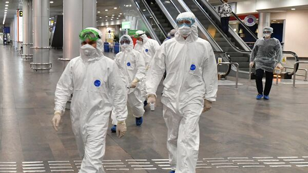 Медицинские работники в аэропорту Шереметьево