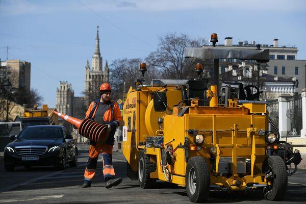 Нанесение и обновление разметки на улицах Москвы