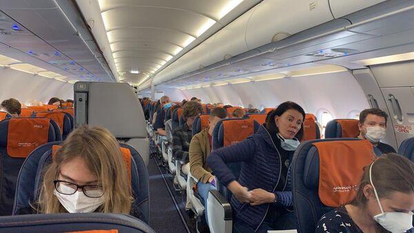 На борту рейса Аэрофлота, на котором российские граждане возвращаются на родину из Испании