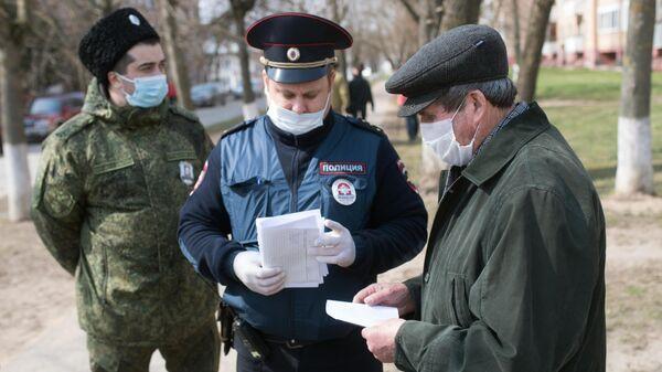 Члены станичного казачьего общества совместно с сотрудниками правоохранительных органов патрулируют улицы Рузы во время режима самоизоляции в Московской области