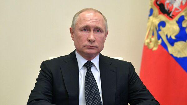 Владимир Путин проводит оперативное совещание с постоянными членами Совета безопасности РФ в режиме видеоконференции