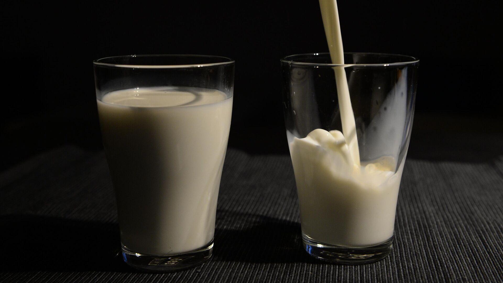 Молоко в стаканах - РИА Новости, 1920, 24.09.2020