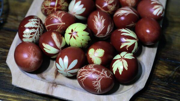 Окрашивание пасхальных яиц в Заокском районе Тульской области