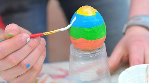 Раскрашивание пасхального яйца