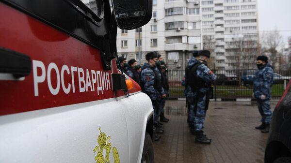 Сотрудники Росгвардии готовятся к патрулированию улиц в Москве