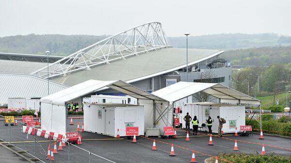 Стадион футбольного клуба Брайтон с палатками для установки центра тестирования на коронавирус