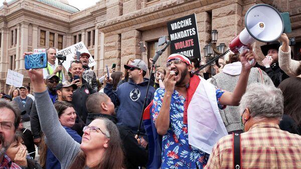 Участники акции протеста против карантина в Остине штата Техас