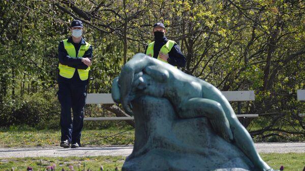 Полицейские в парке Варшавы